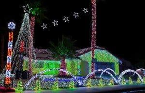 Simmons-Family-Dancing-Christmas-Lights-Show