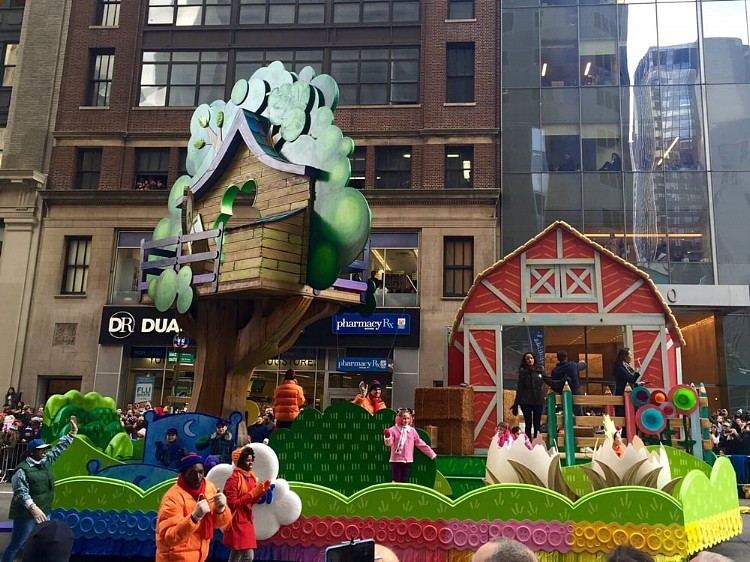 tips for watching the Macy's Thanksgiving Day Parade